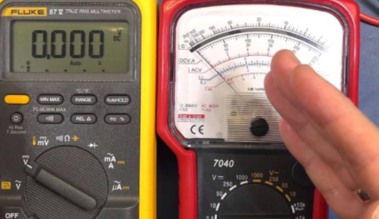 Perbedaan Voltmeter Analog dan Voltmeter Digital