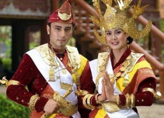 Aksesoris Pakaian Adat Lampung